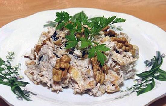 салат с курицей и черносливом рецепт