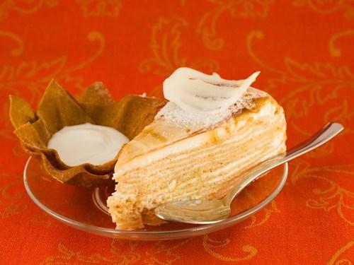 Пирог слоеный с медом