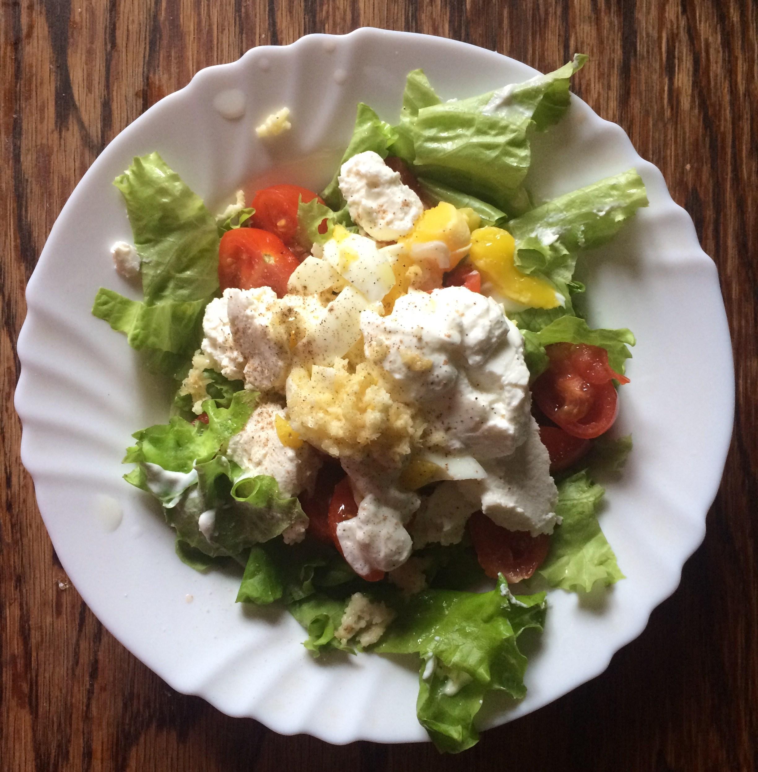 Салат с тушеными помидорами и