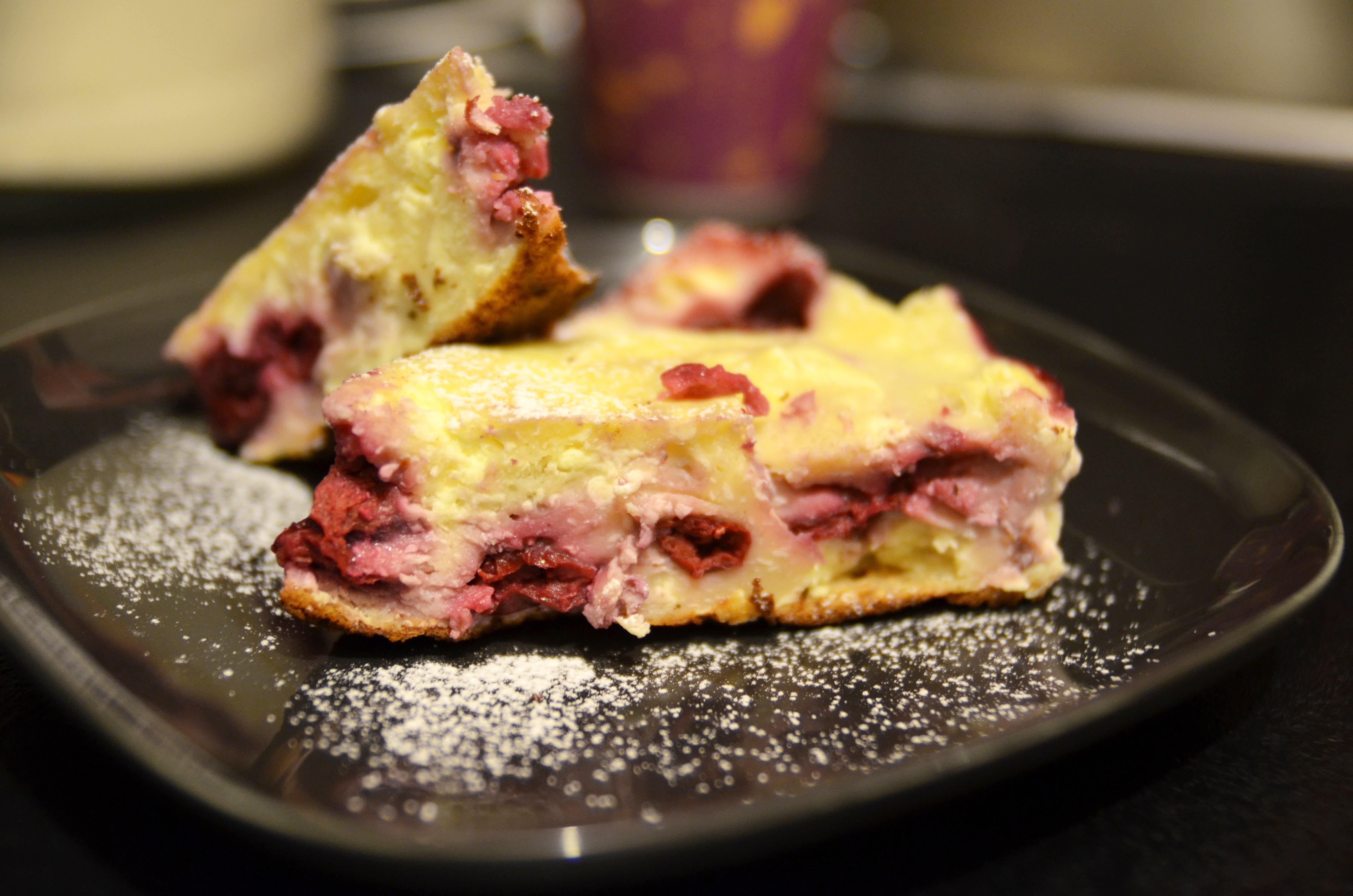 Пирог с вишней и маскарпоне