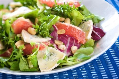 Салат с кедровыми орешками и курицей рецепт 77