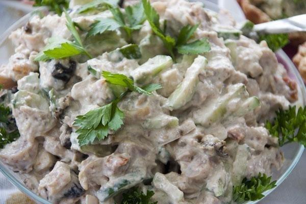 как приготовить салат с куриным филе и черносливом