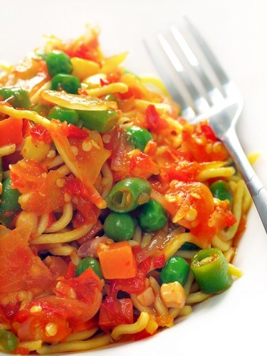 Салат из рисовой лапши с овощами