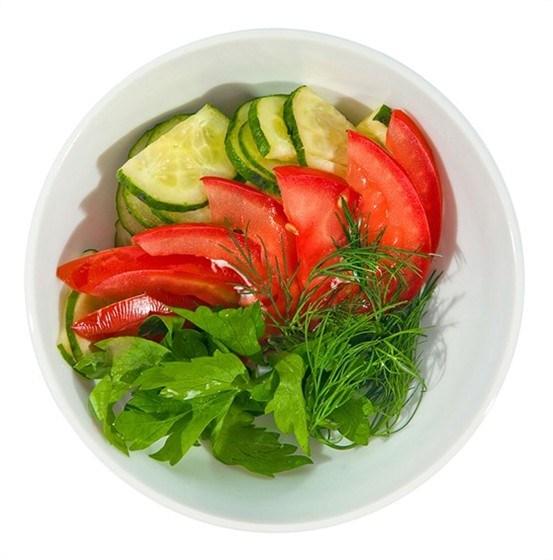Салат из свежих огурцов и помидора