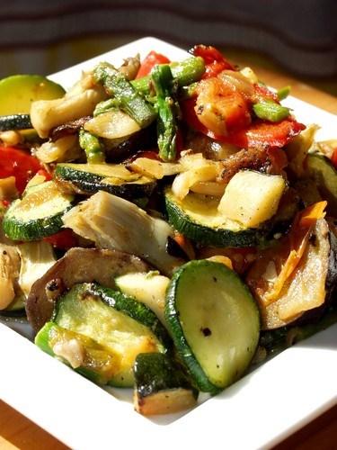 Рецепт: Куриные сердечки с жареной картошкой, с луком на ...