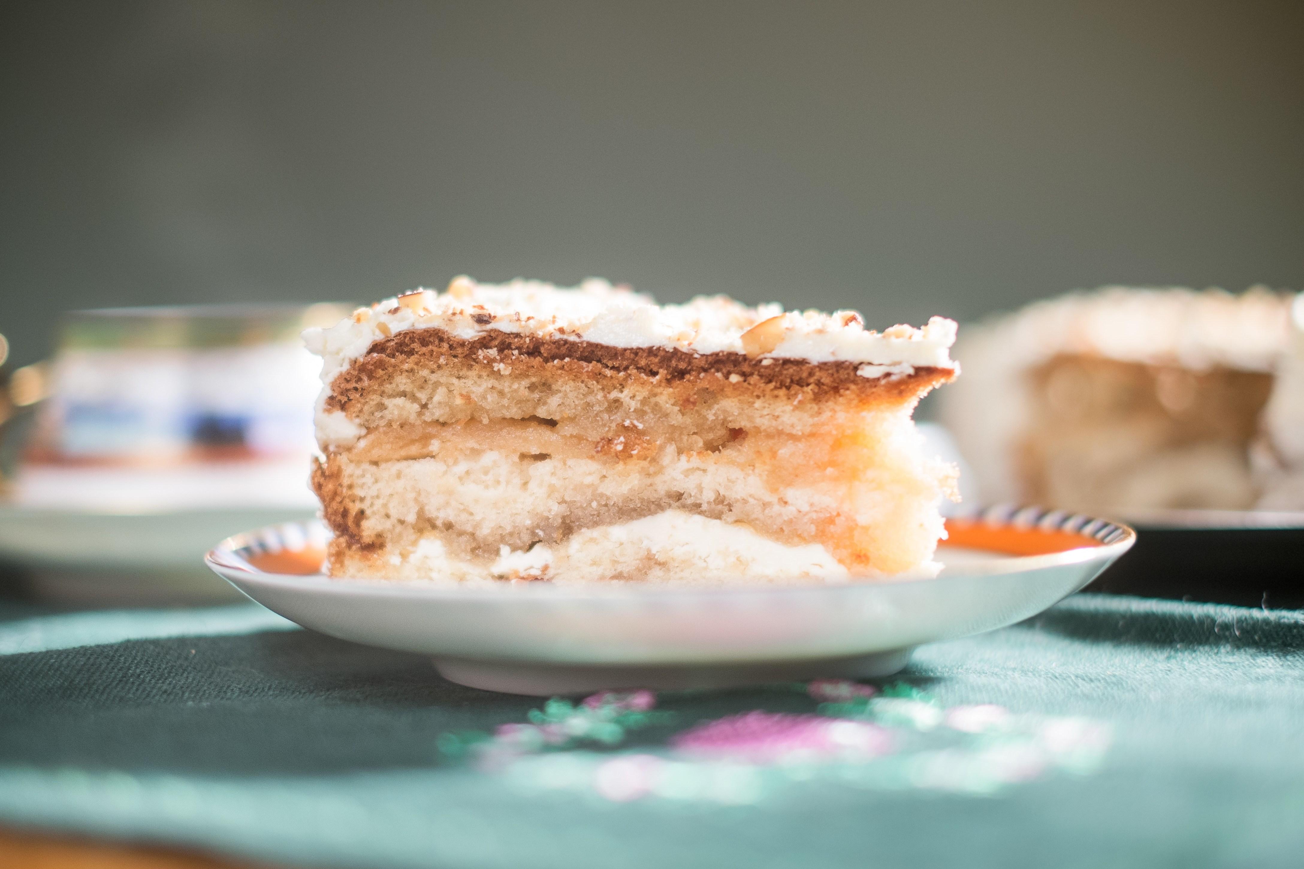 Бисквитный торт с домашней пастилой