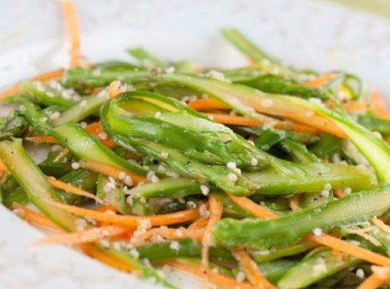 Овощной салат со спаржей и