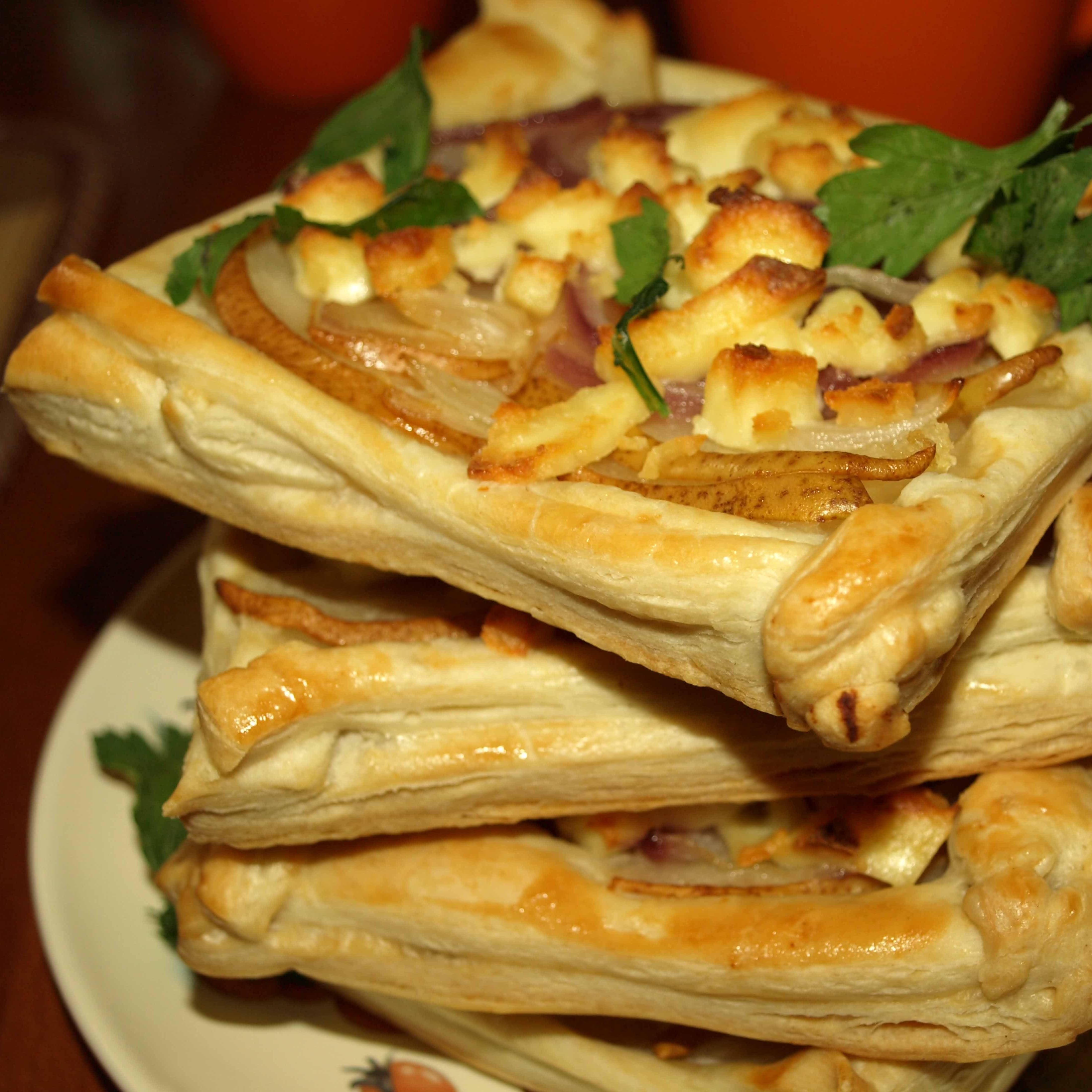 Пошаговый рецепт хачапури с сыром из слоеного теста - ИзыскON 11
