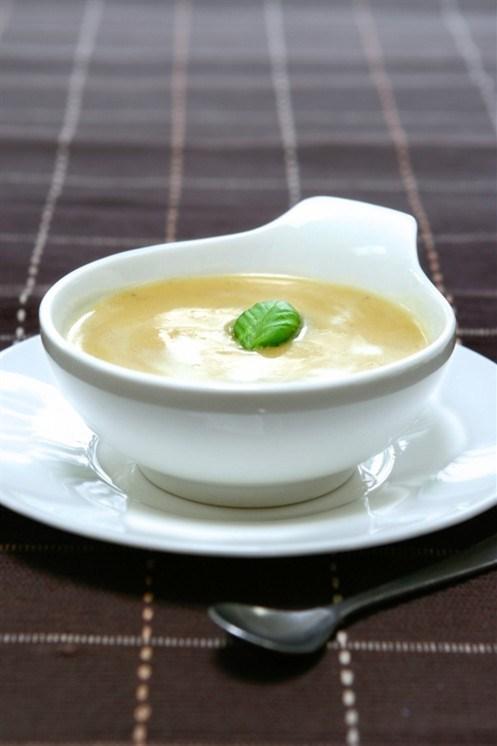 Молочный суп с луком-пореем