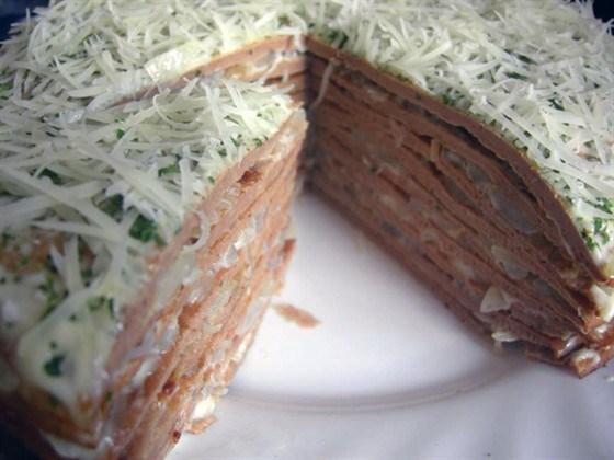 Печеночный торт с чесноком