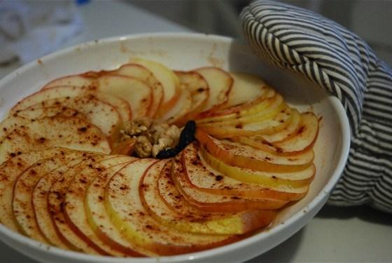Запеченные яблоки с медом и корицей