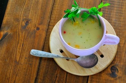Молочный суп из трески с сельдереем и перцем