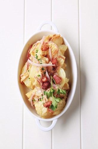 Немецкий теплый салат с картофелем