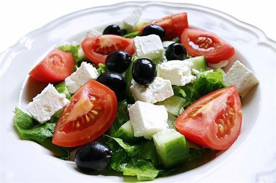 салат греческий рецепт с соком лимона и красным луком