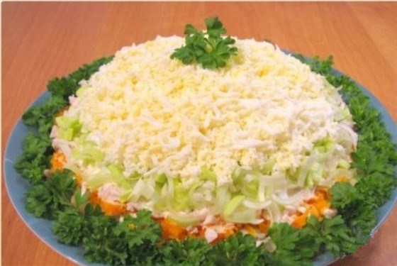 Салат с курой и грибами