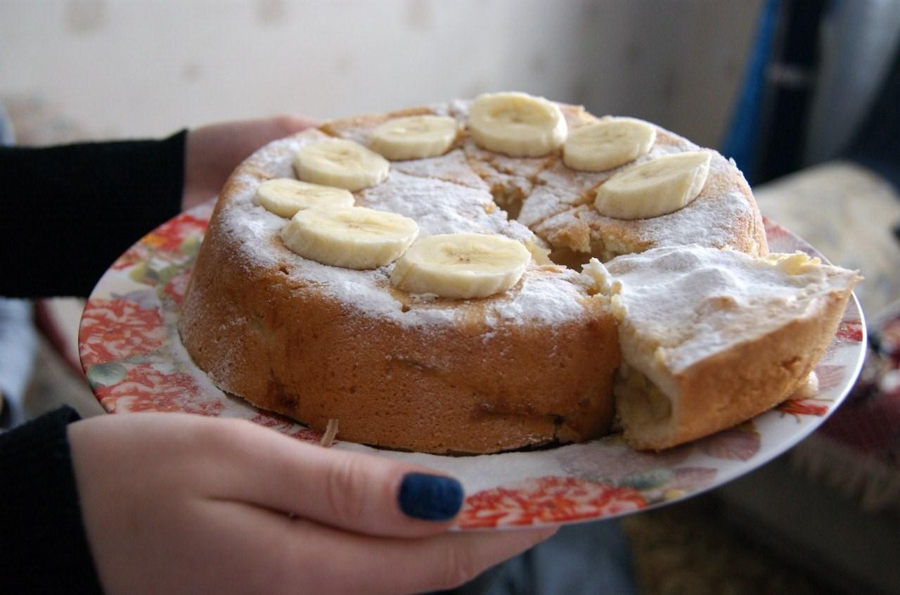 Шарлотка с бананами рецепт с фото пошагово самый вкусный