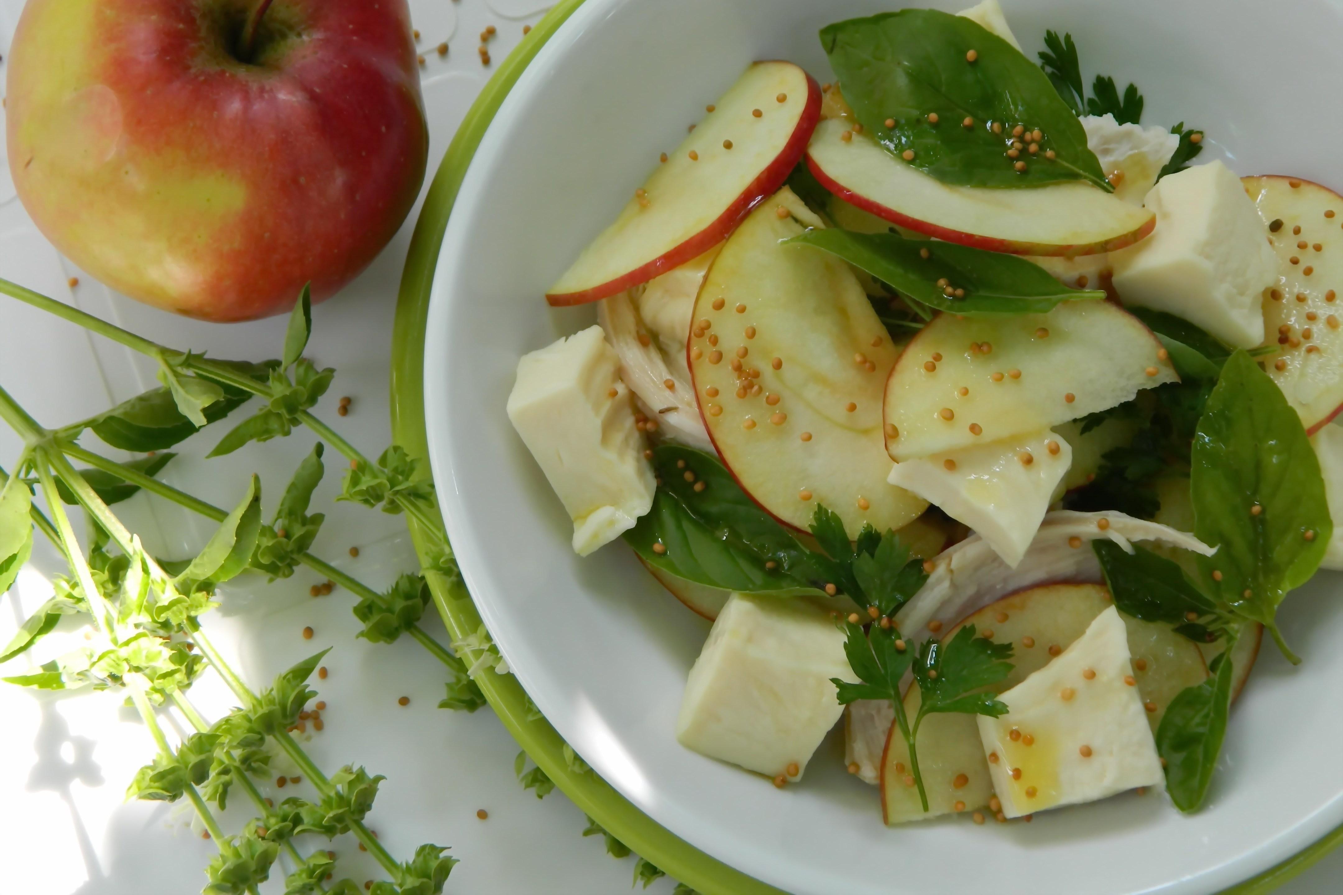 Салат с яблоками и курицей новые фото