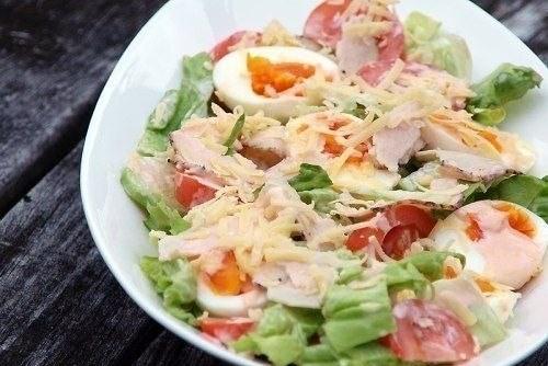 Зеленый салат с курицей