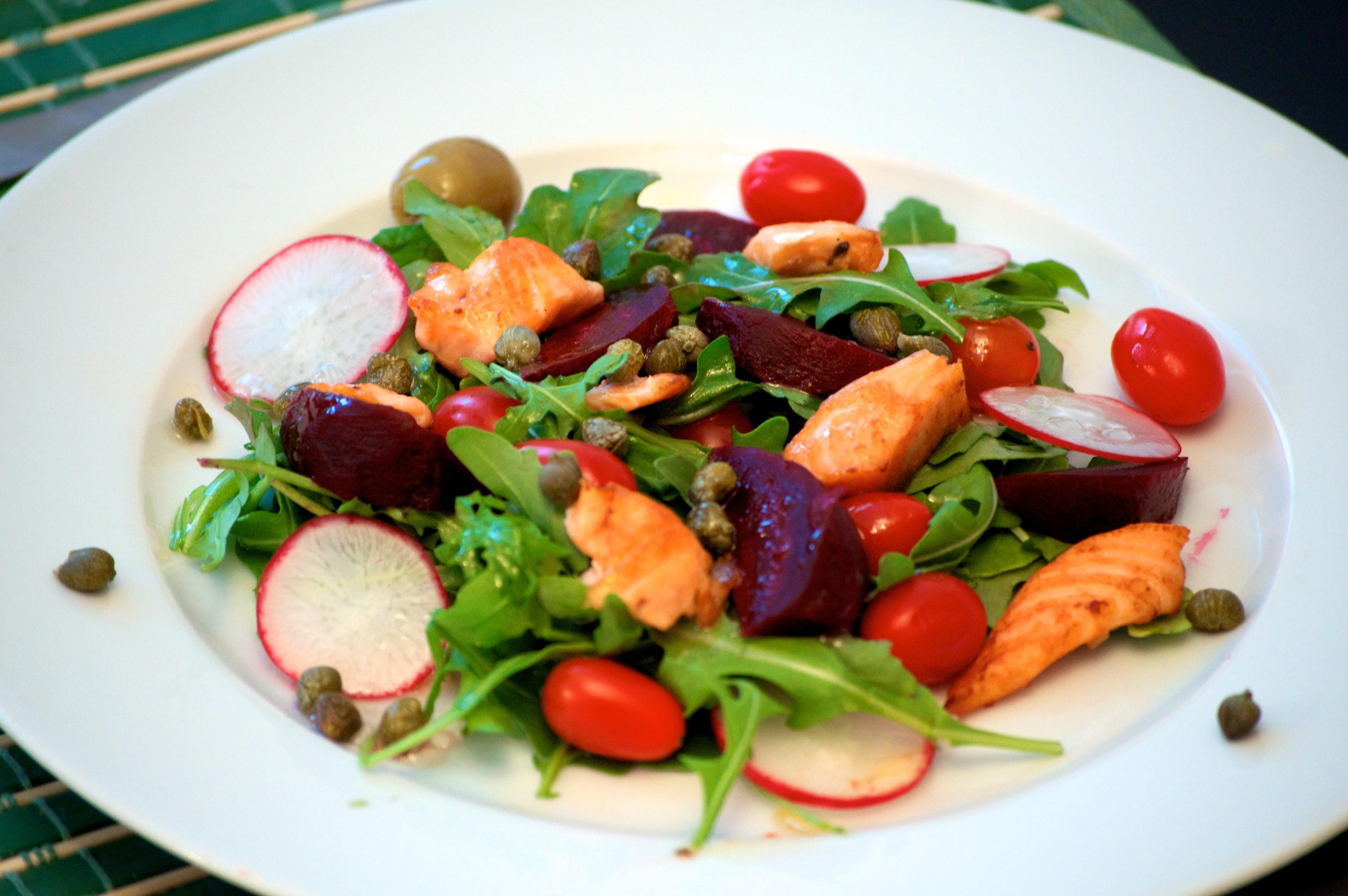 Салат средиземноморский с лососем рецепт