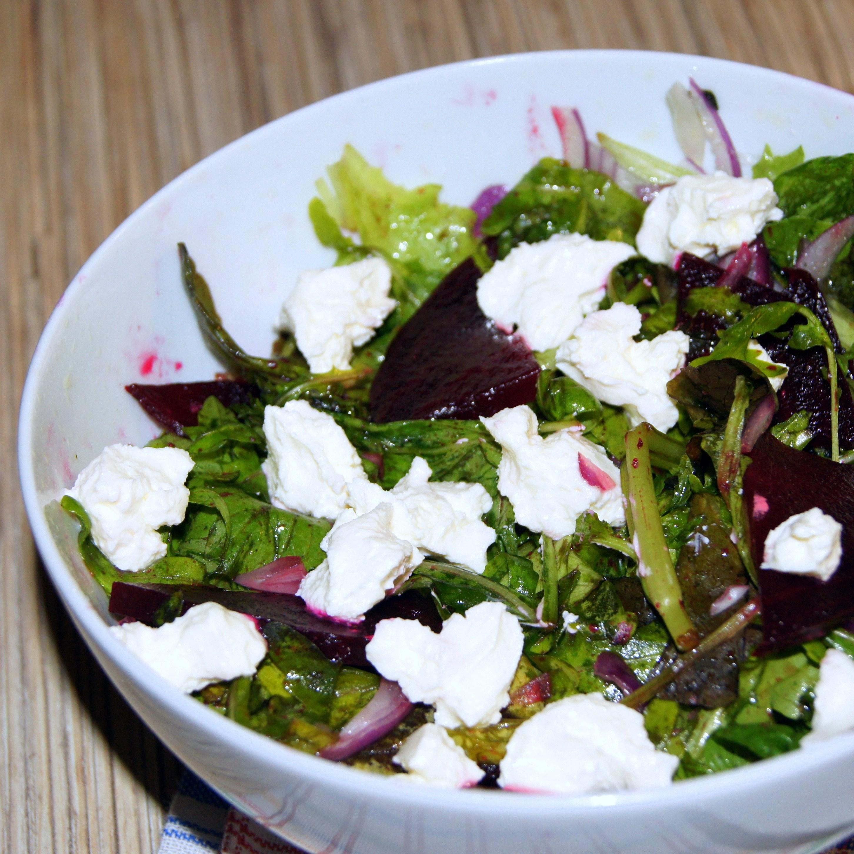 Салат из свеклы с рукколой и сыром