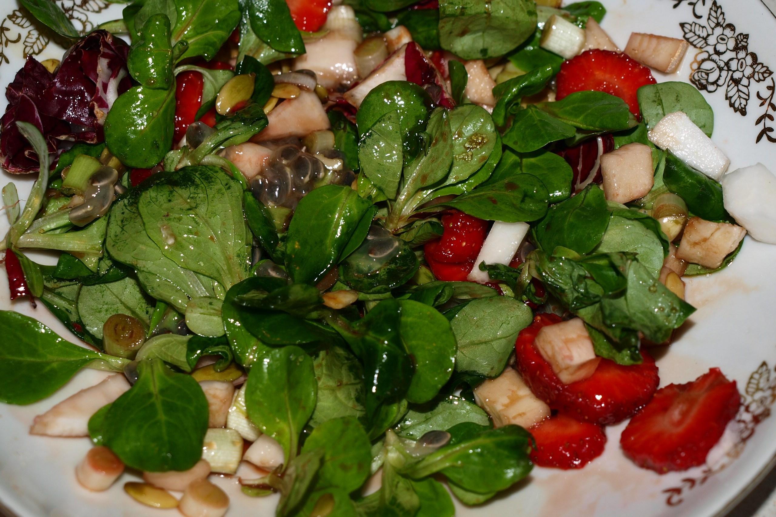 Как сделать салат из листьев салата
