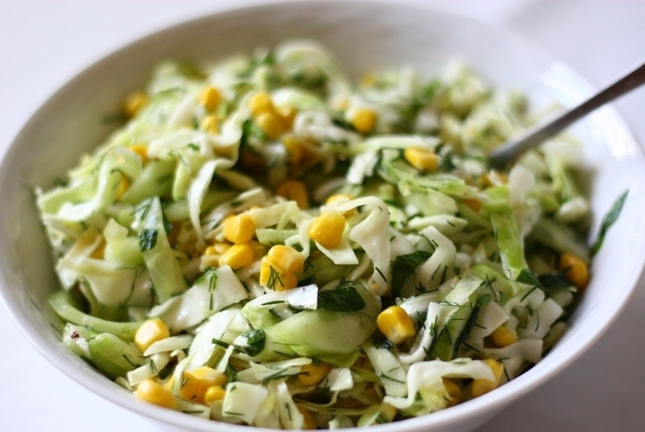 салаты с свежей капустой и кукурузой рецепт