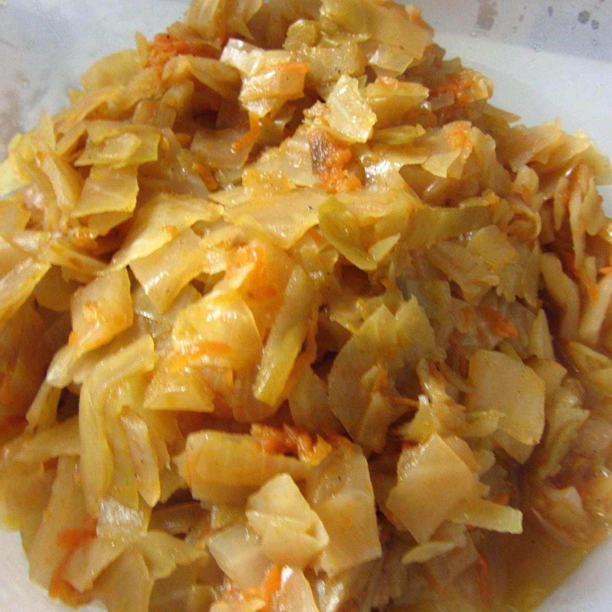 Как тушить капусту с тушенкой в кастрюле рецепт