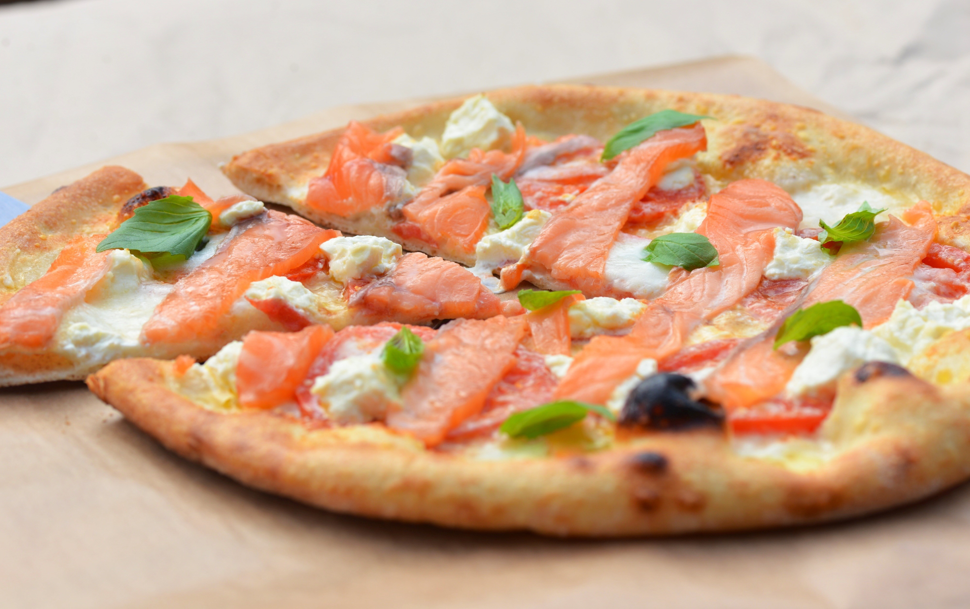 рецепт пиццы с рыбой и сыром