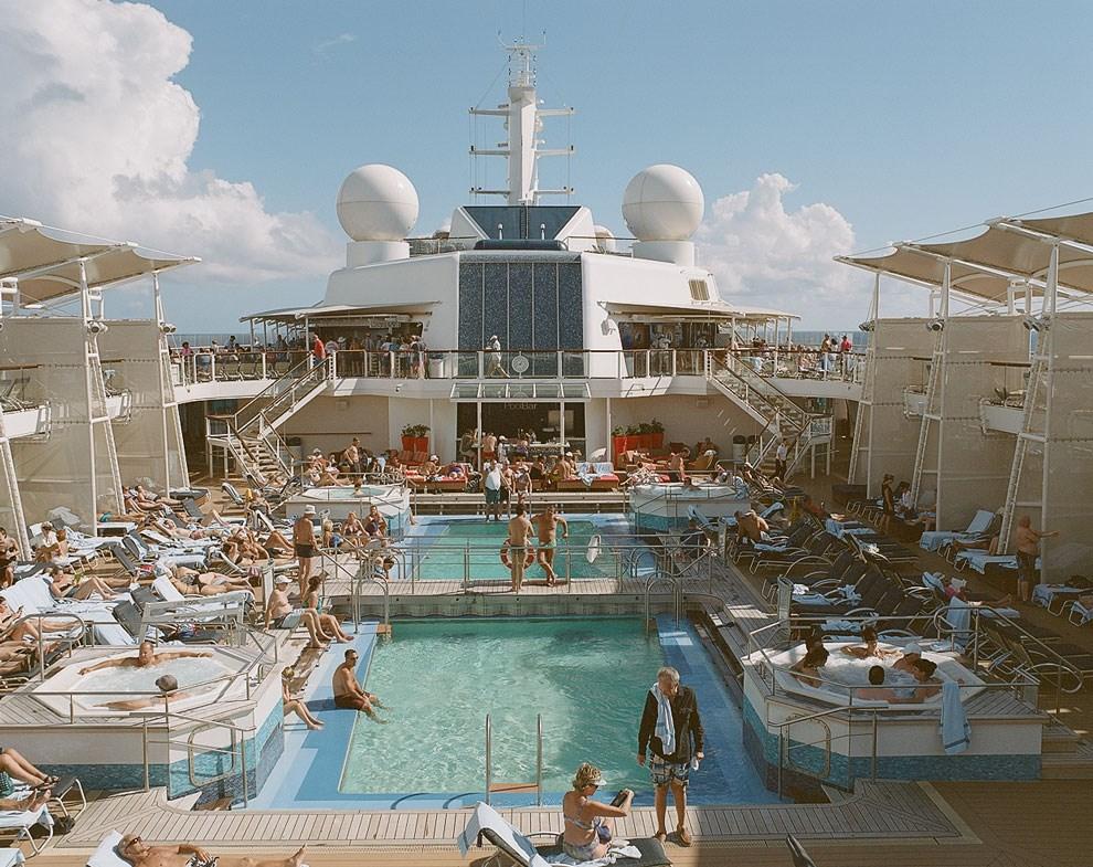 Самое популярное место на лайнере после ресторанов — открытая палуба с бассейнами.