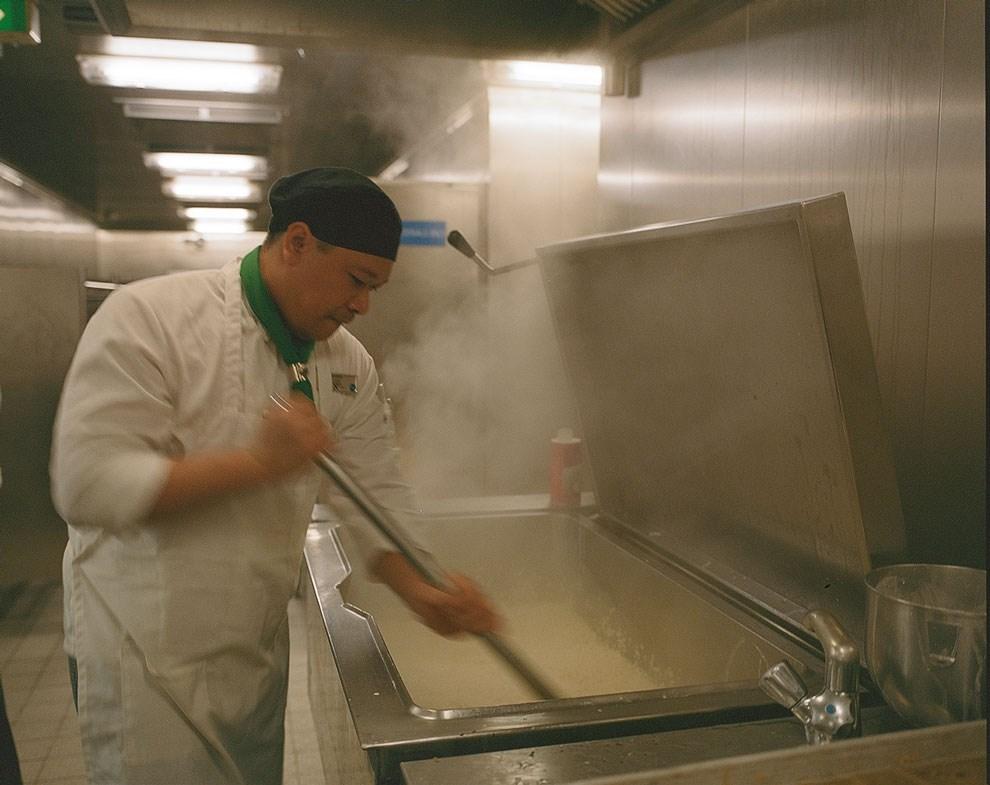 Цвет платка на шее корабельного повара — маркер уровня его профессионализма; зеленый означает средний.