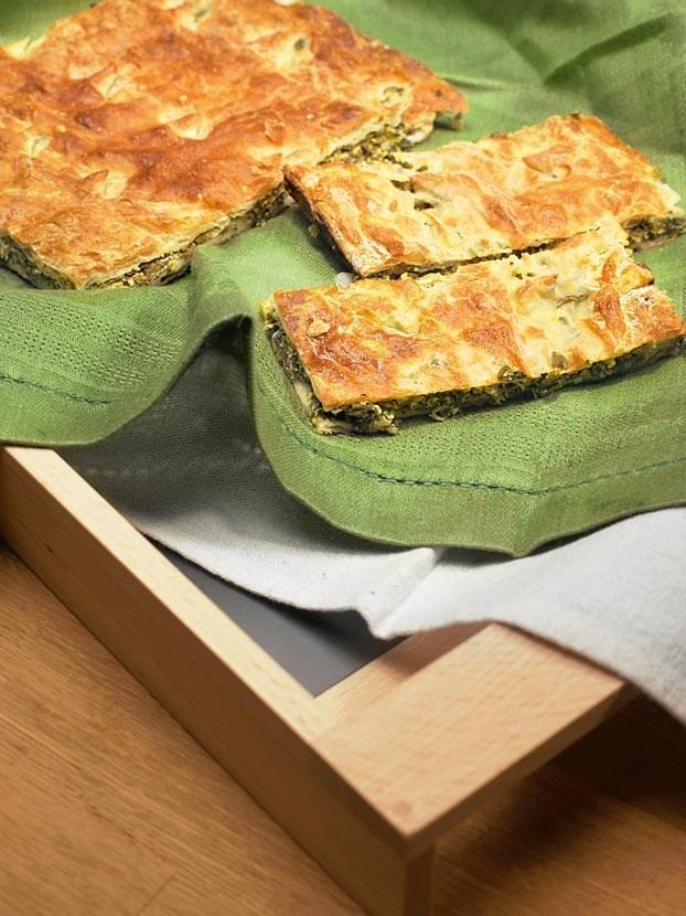 Пирожки с зеленым луком и яйцом из дрожжевого теста рецепт с фото