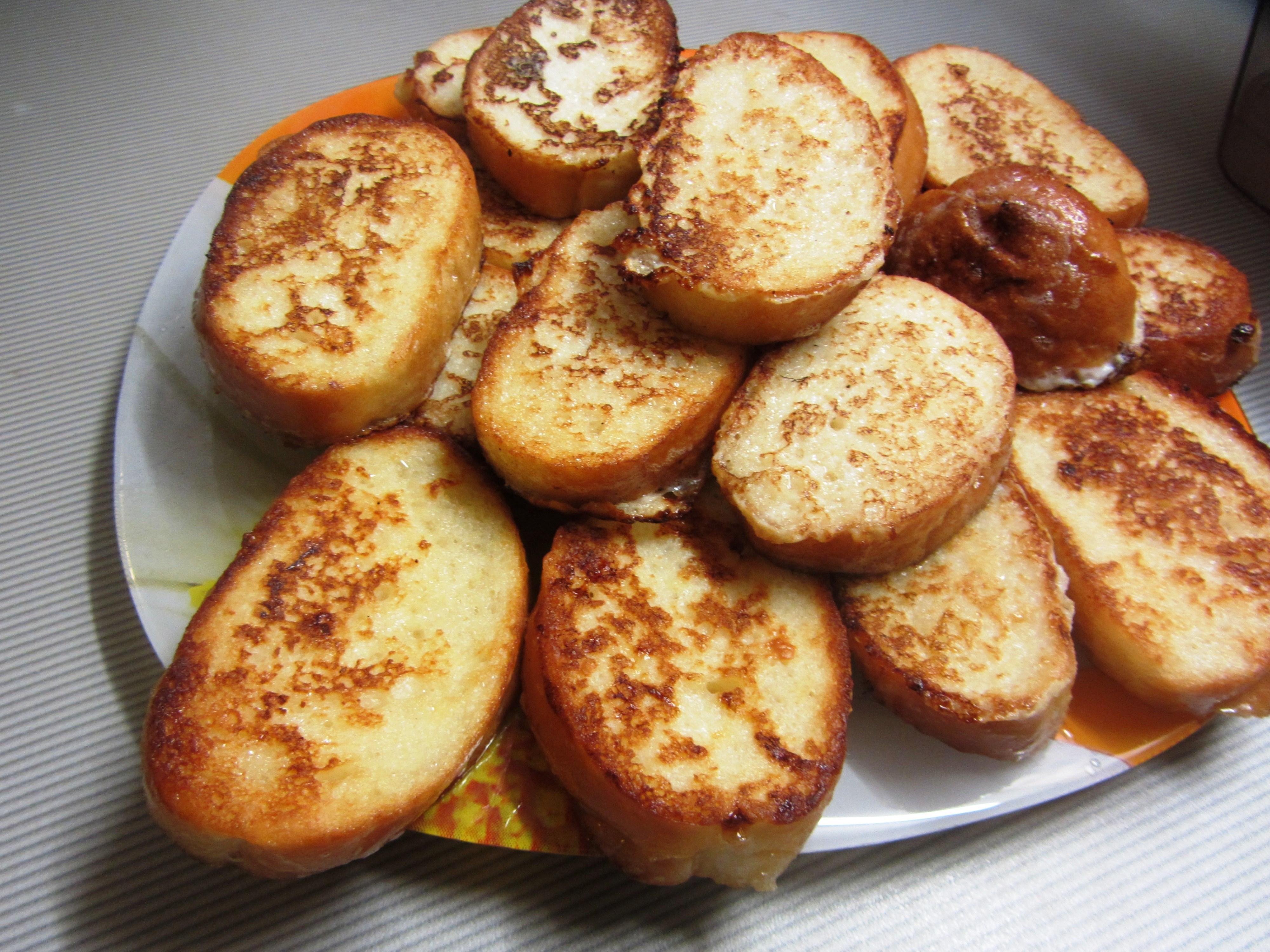 Как сделать гренки из хлеба с яйцом