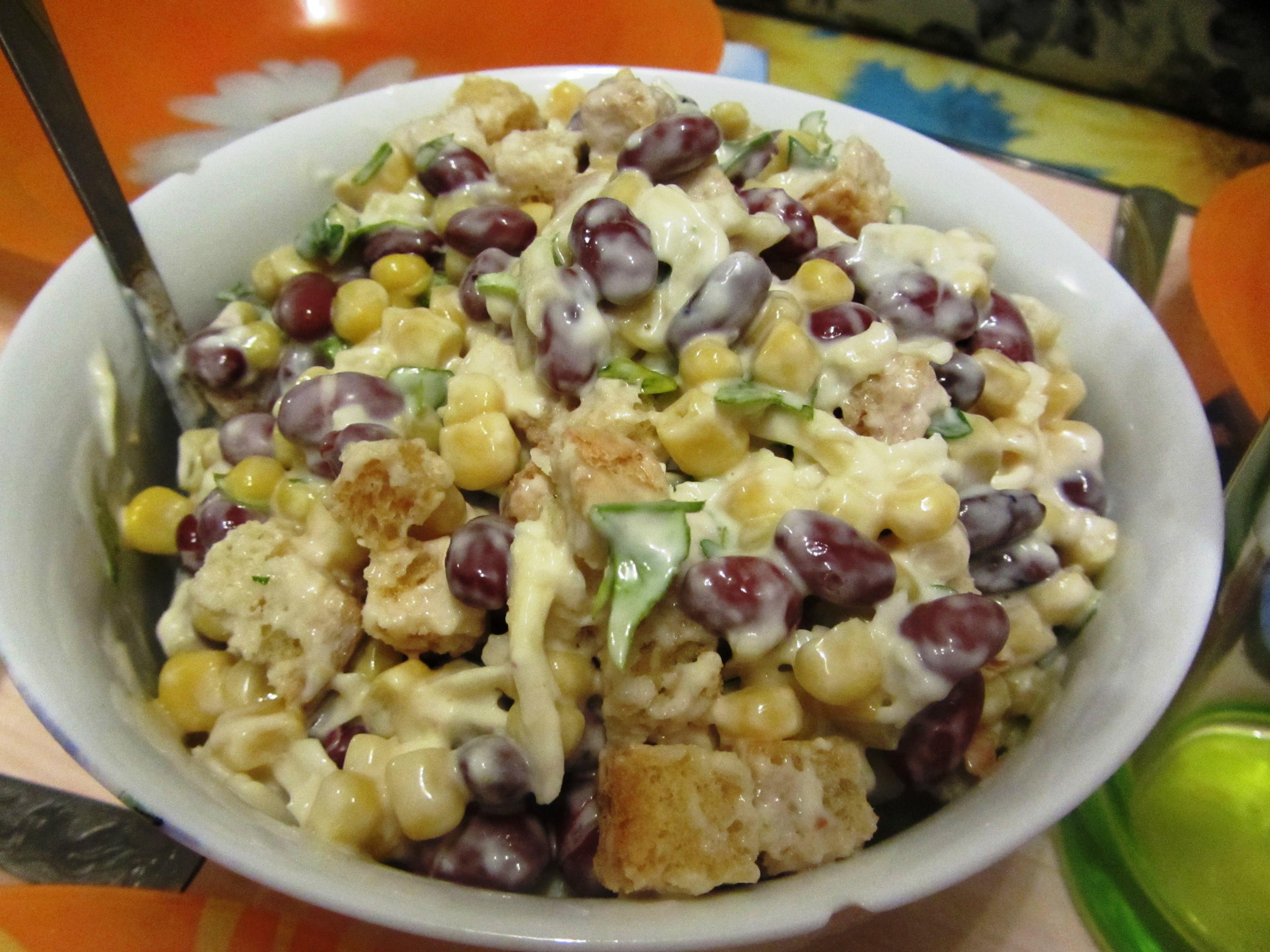 Салат с сухариками кукурузой фасолью и курицей рецепт