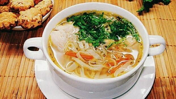 Суп с вермишелью на курином бульоне без зажарки