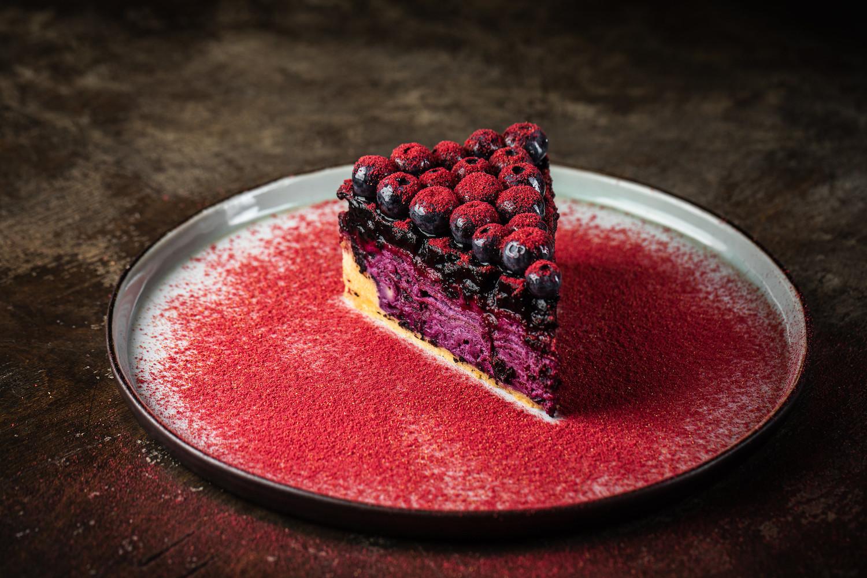 Блинный торт с черникой и голубикой