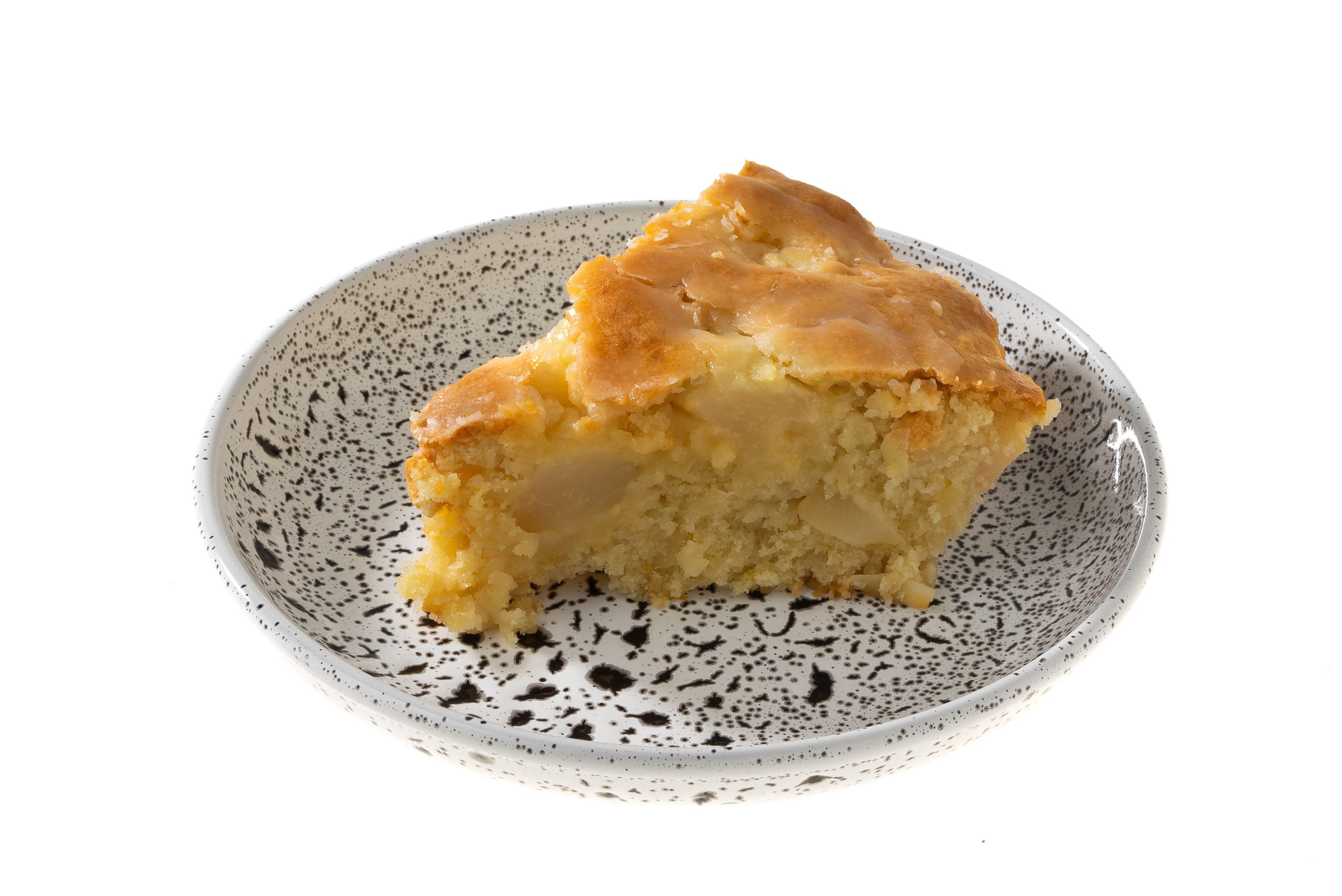 Постный заливной пирог с грушами и миндалем