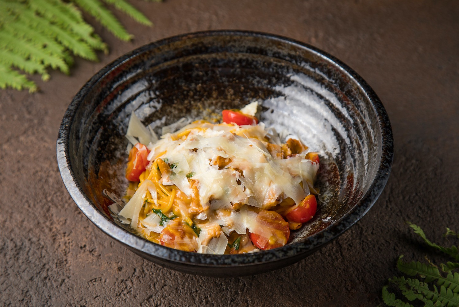Спагетти с лисичками и овощным соусом