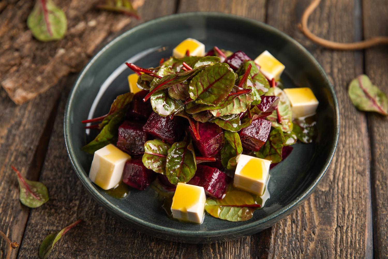 Салат со свеклой и тофу